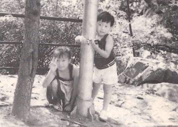 고(故) 이윤복씨의 두 남매, 가영이와 명진이